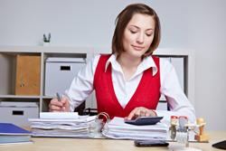 Verwaltungsfachangestellte haben eine große Auswahl an akademischen und nicht-akademischen Weiterbildungen.