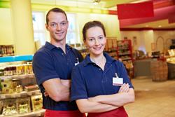 Wer sich als Einzelhandelskaufmann bzw. -kauffrau weiterbilden möchte, findet ein großes Spektrum an akademischen und nicht akademischen Auswahlmöglichkeiten.