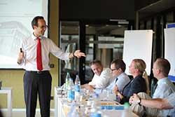 Erstmals wird Blended Learning beim Executive MBA der RWTH Aachen und der Fraunhofer Academy angeboten