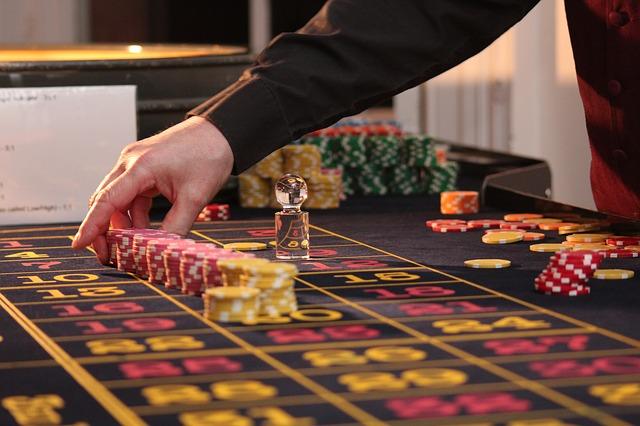 Wie wird man zum Live Casino Croupier in einem Online Casino?