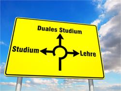 Nach der Schule stellt sich die Frage, welchen Weg man wählt: Ausbildung, Studium oder beides vereint?