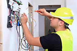 Berufsbegleitende Weiterbildungen für Elektroniker