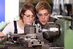 Berufsbegleitende Weiterbildungen für Feinwerkmechaniker