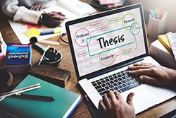 Student schreibt Abschlussarbeit