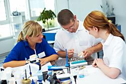 Berufsbegleitende Weiterbildungen für Zahntechniker